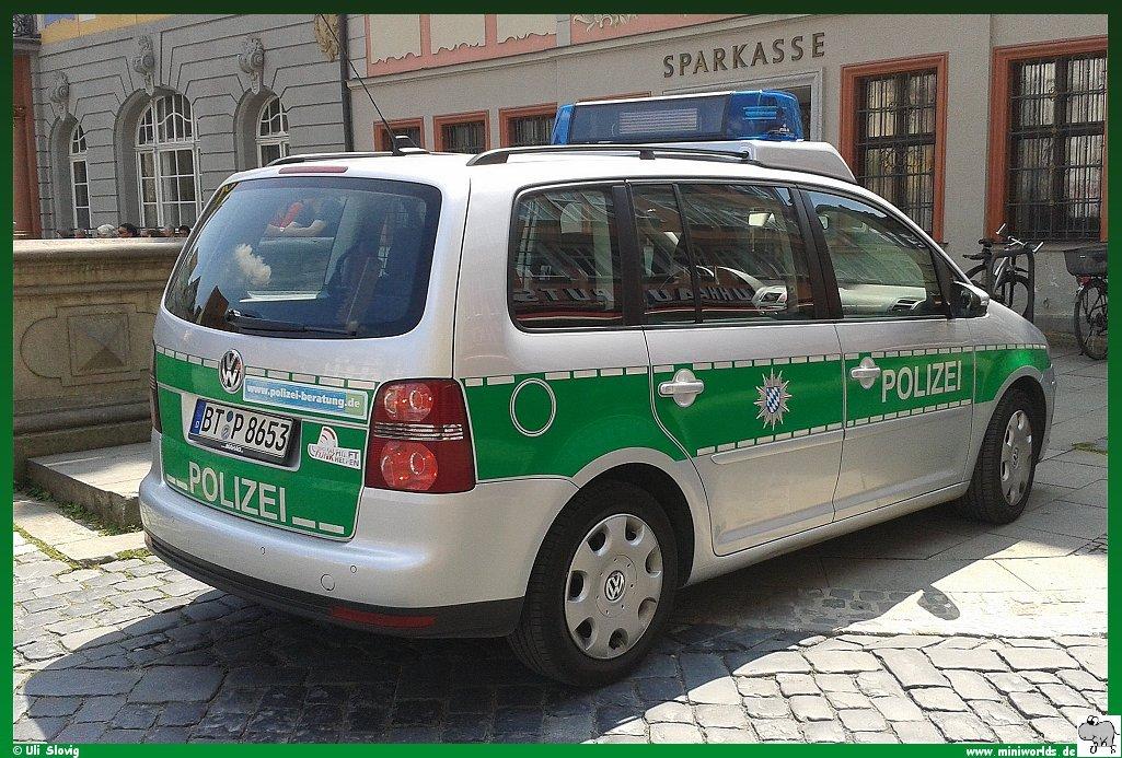 polizei_vw_touran_03.jpg